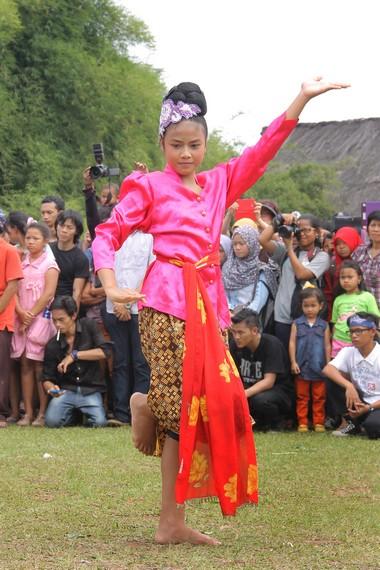Gambar Tarian Jaipong : gambar, tarian, jaipong, Mojang, Jaipong,, Identitas, Masyarakat, Sunda, Indonesia