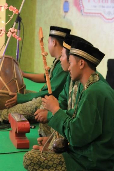 Alat Musik Gambang Kromong Berasal Dari : musik, gambang, kromong, berasal, Gambang, Kromong,, Kolaborasi, Etnik, Dalam, Khazanah, Musik, Betawi, Indonesia