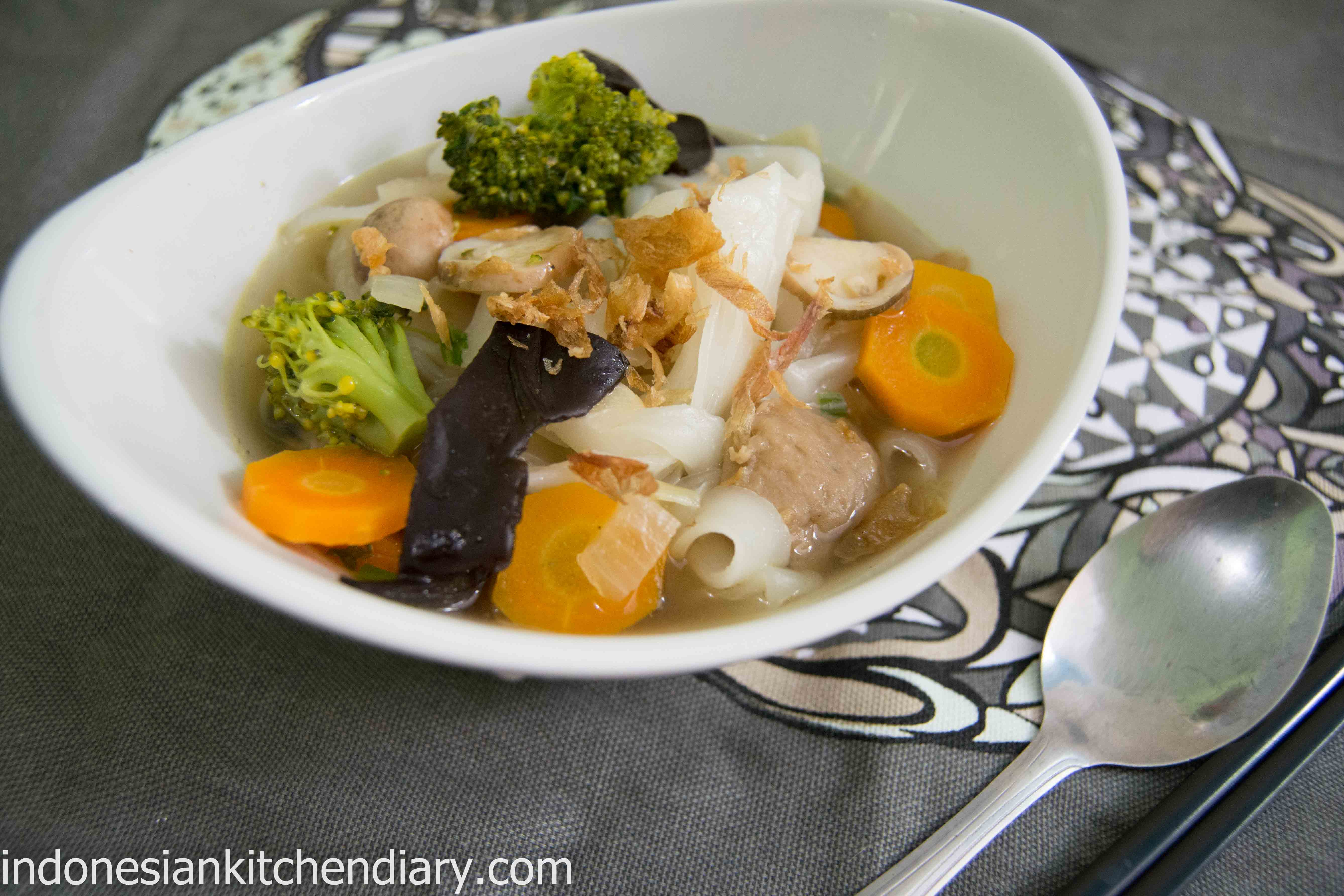 Rice Noodle and Vegetables Soup