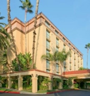 embassy suites in anaheim requires mold inspection and mold testing services