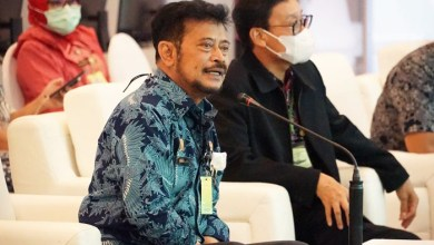 Mentan Syahrul Yasin Limpo (kiri) melakukan dialog interaktif dengan petani dan penyuluh di AWR Kementan didampingi Kepala BPPSDMP Dedi Nursyamsi. Foto: BPPSDMP