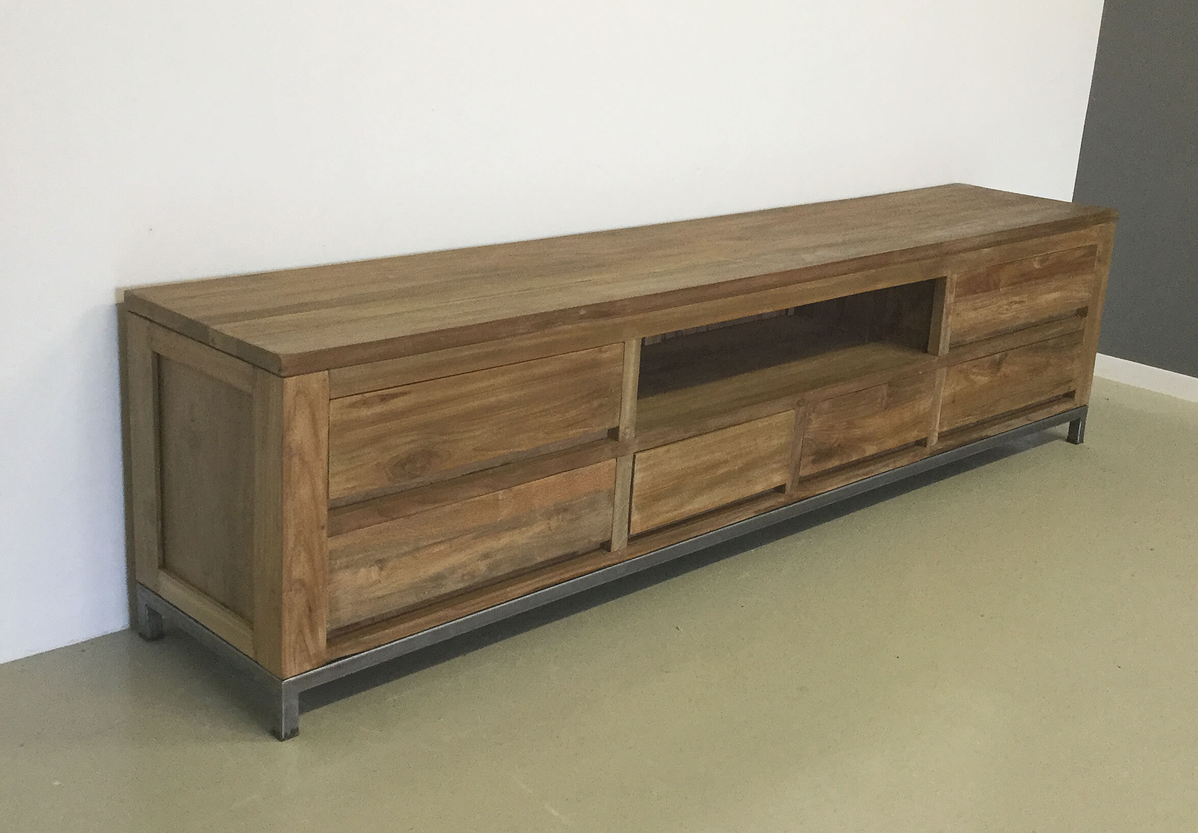 Industrieel tv dressoir 240cm  Indoteak