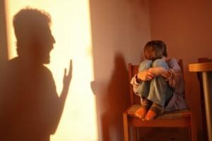 Karakteristik Dari Orang Tua Yang Terlalu Mengontrol & Over Protektif