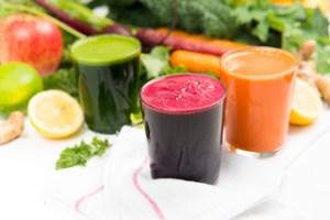 Minum jus untuk membersihkan Jerawat