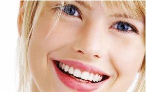 Penyebab Warna Bibir Jadi Gelap