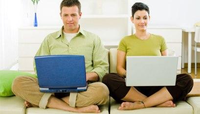 Suami Istri Bekerja di Tempat Sama