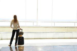 Meskipun bepergian sendiri adalah hal yang menyenangkan, Anda juga perlu memastikan bahwa Anda mengambil tindakan pencegahan tertentu. Berikut tips untuk bepergian sendirian.