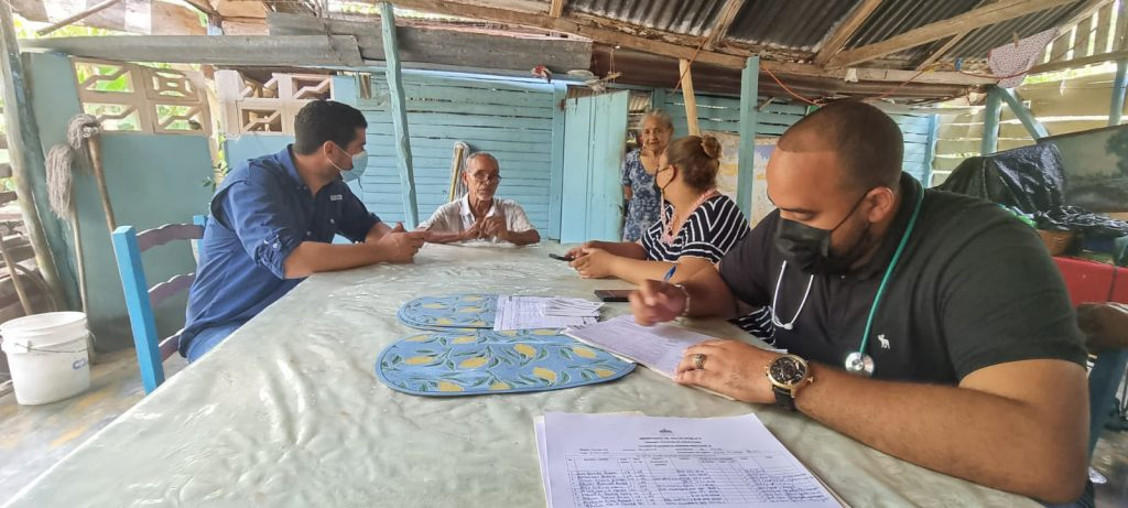 Oriol Negrín, director municipal del INDHRI, coordina las jornadas de vacunación.