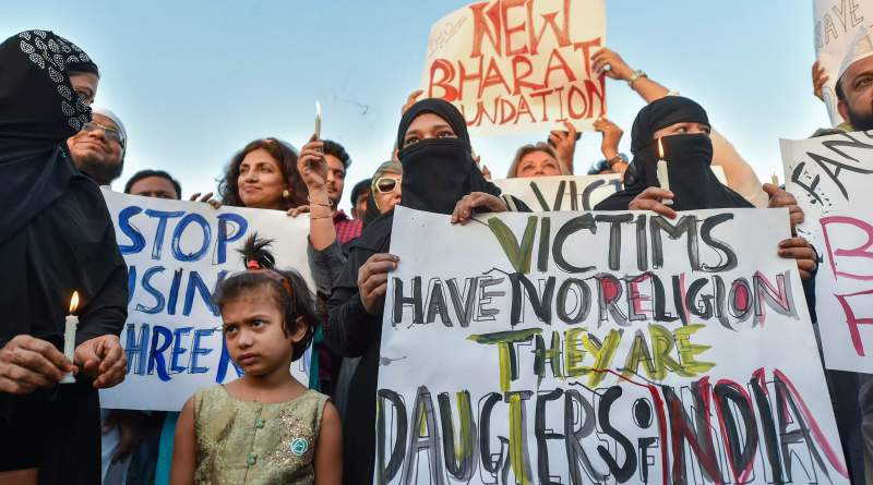 Candlelight march at the India Gate in protest over Kathua gangrape case in New Delhi.(Image: PTI)