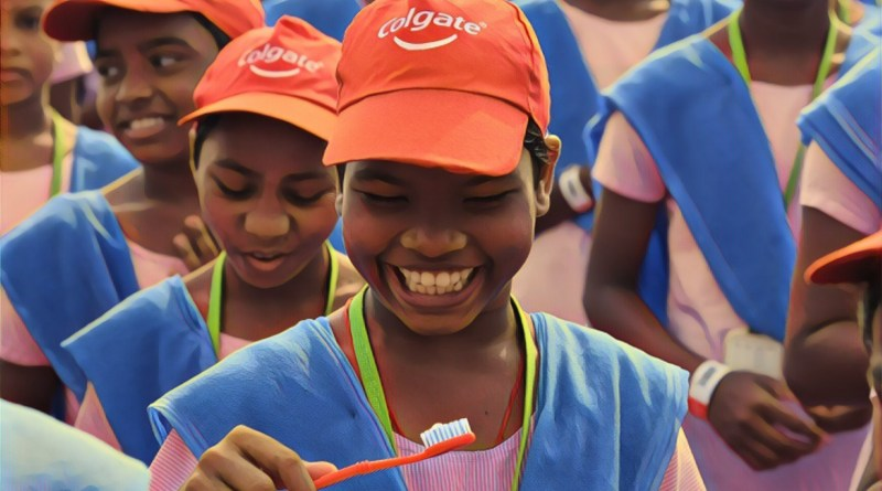 26,382 people gather to brush with Colgate toothpaste, set new Guinness World Record