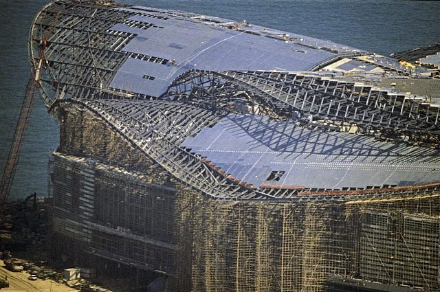 Hong Kong-Wanchai-Convention & Exhibition Centre-002-Roof Construction-1997
