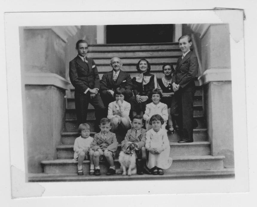Thirlwell Family, James and Elizabeth and their children. Sent by granddaughter Nikki Veriga
