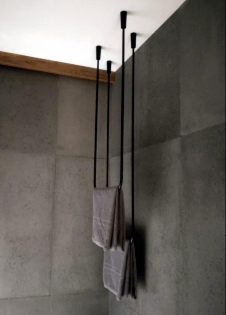 sufitowy wieszak na ręczniki