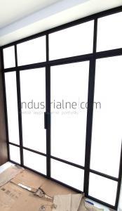 Industrialne-drzwi-stalowo-szklane-cienka-ramka-minimalizm-szklo-matowe