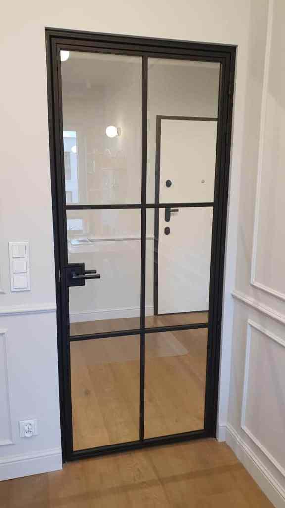 drzwi-industrialne-cienki-szpros-ramka-czarne-gdynia