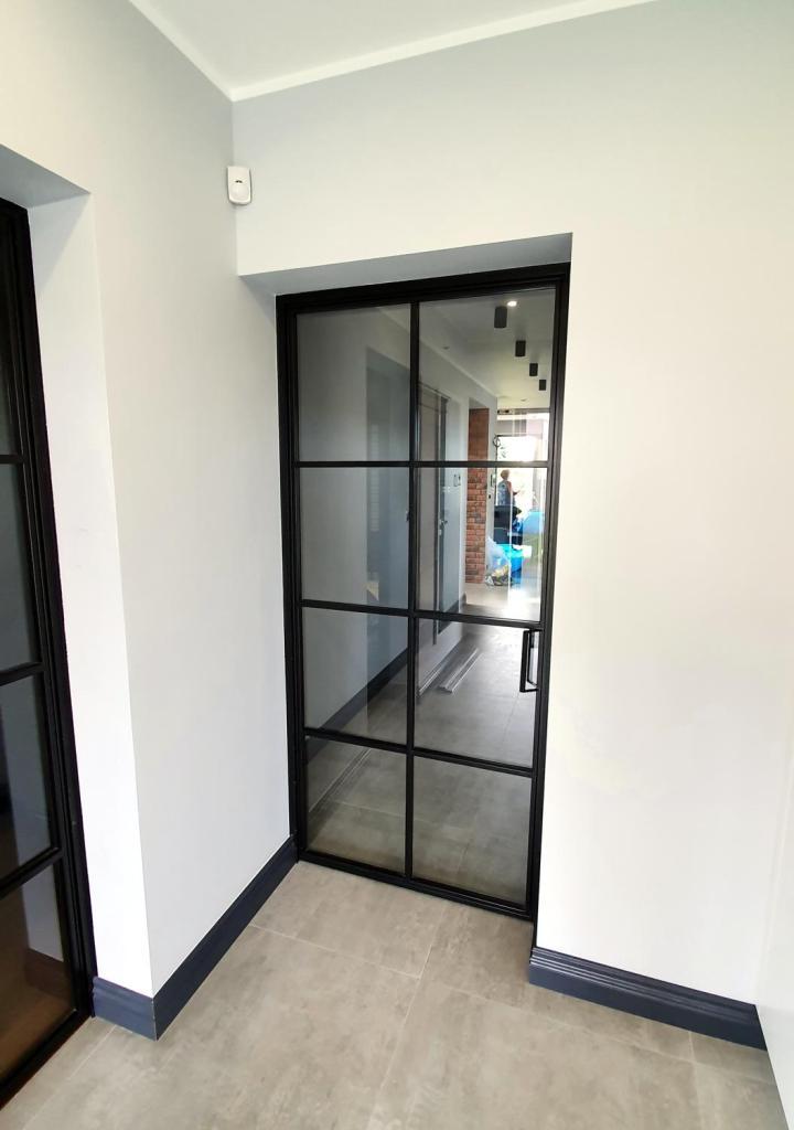 industrialne-loftowe-stalowe-czarne-drzwi