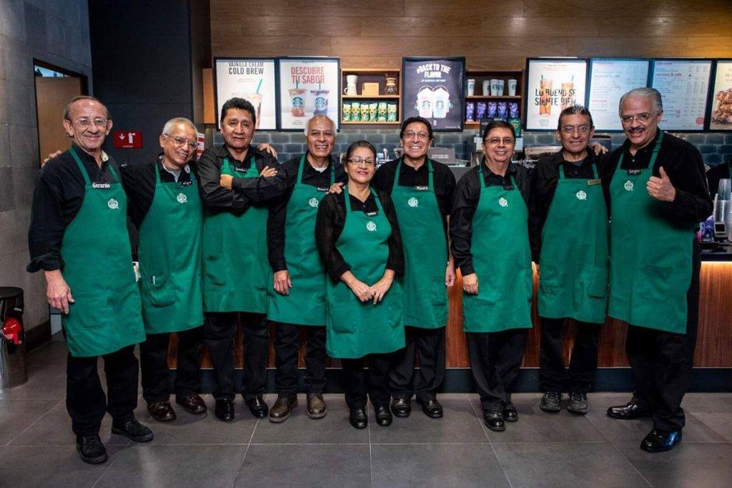 Starbucks abre su primera tienda operada por adultos mayores