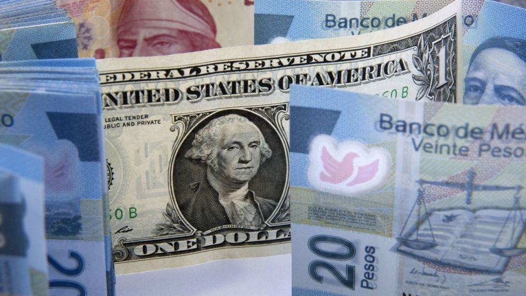 Peso 'regresa' como la moneda más ganadora del mundo