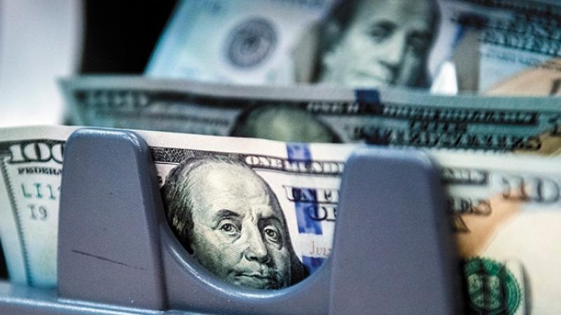 El dólar baja a 20.30 pesos en bancos