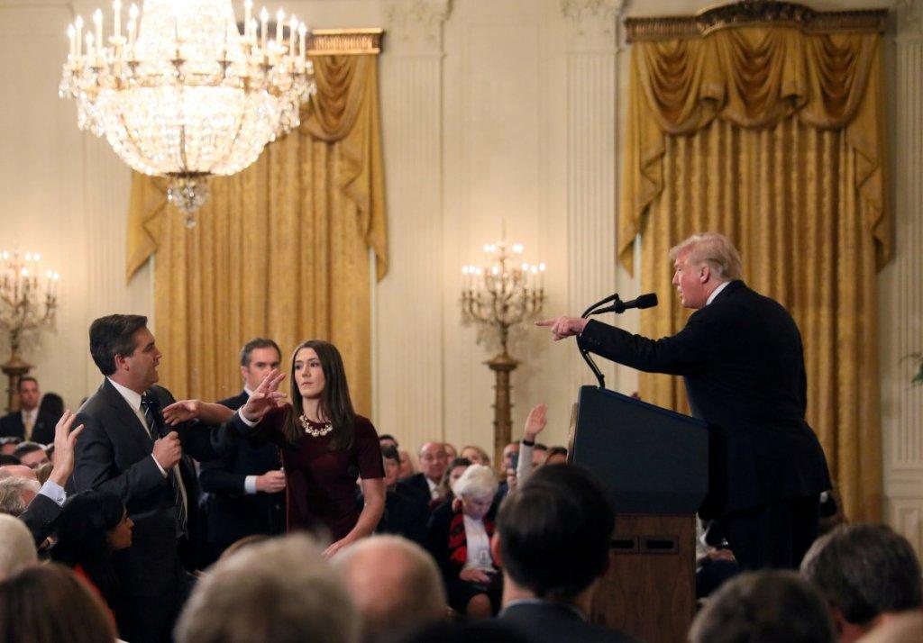 CNN demanda al presidente Trump y a varios funcionarios de la Casa Blanca por suspender pase del corresponsal Jim Acosta
