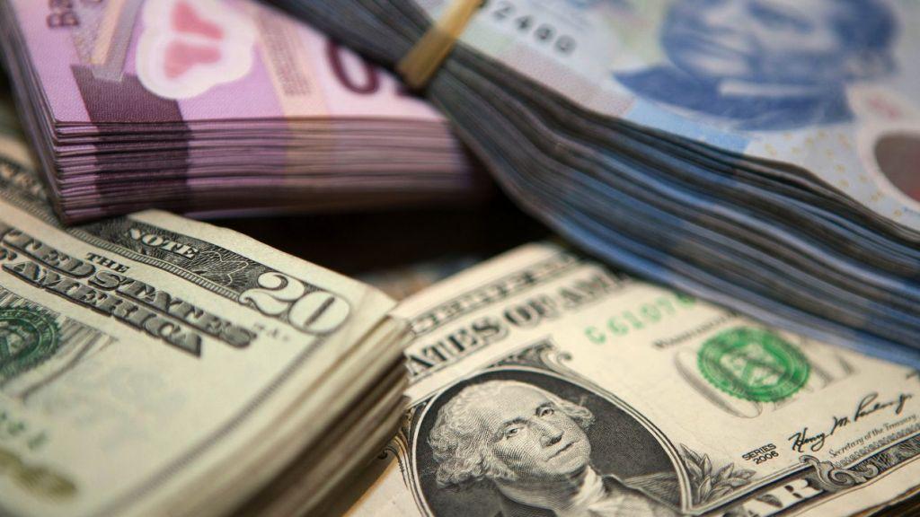 Peso gana 17 centavos; dólar cotiza en 19.72 unidades