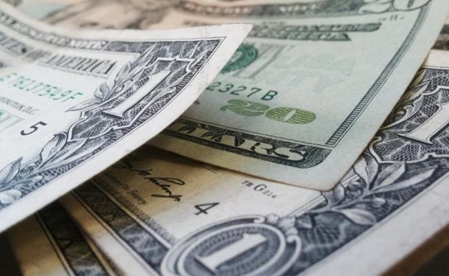 Peso pierde terreno; dólar rebota a 19.06 unidades