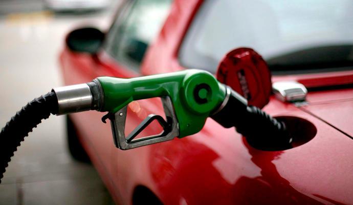 Precios de gasolinas ligaron en enero su segundo mes a la baja
