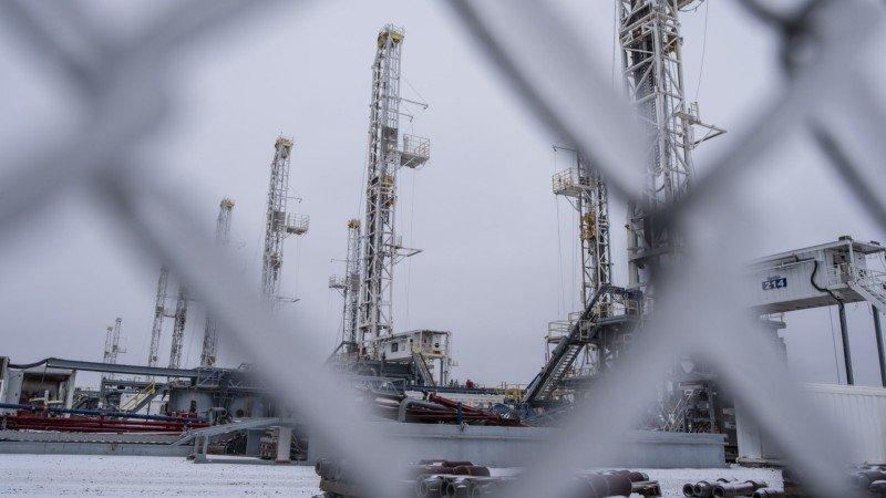 Precios del petróleo suben más de 1% por impactos de heladas en Texas