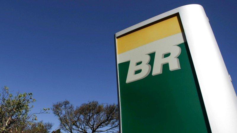 Acciones de Petrobras se desploman 19% por temor a injerencia de Bolsonaro