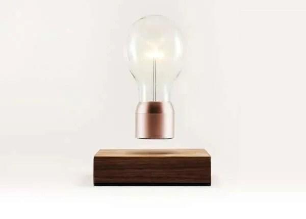 Zwevende lamp bij BINK, tijdloos & cutting edge