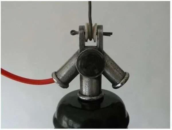 Donkerblauw geëmailleerde hanglamp uit frankrijk kopstuk detail