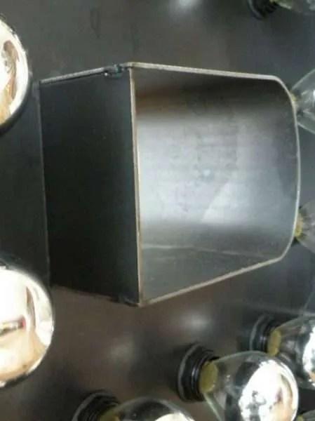 Doosletter staal B licht aan detail 2