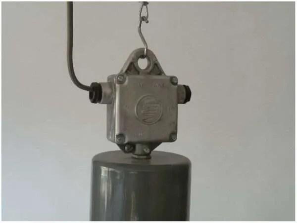 aluminium hanglamp uit Tsjechië detail