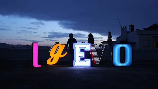 letter-neon-graphic-lamp-delightfull evo