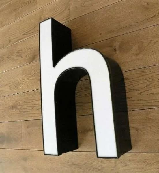 letterlamp zwart met wit h 1