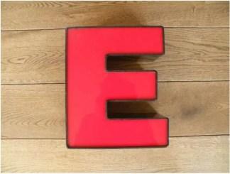 letterlamp zwart rood E 1