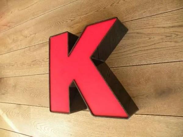 letterlamp zwart rood K 3