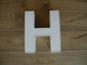 Letterlamp H wit voorkant
