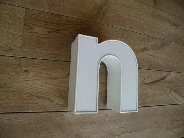 Letterlamp n wit zijkant 2