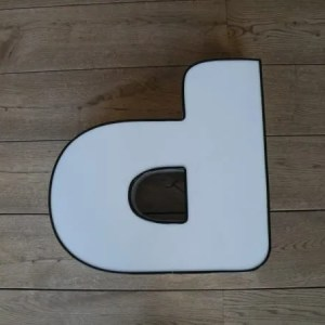 Letterlamp p of d wit met zwart front