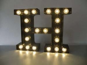 letterlamp bakletter H voorkant aan