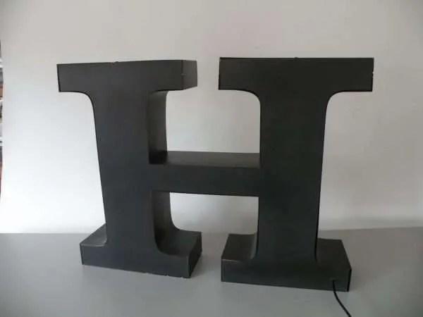 letterlamp bakletter H achterkant