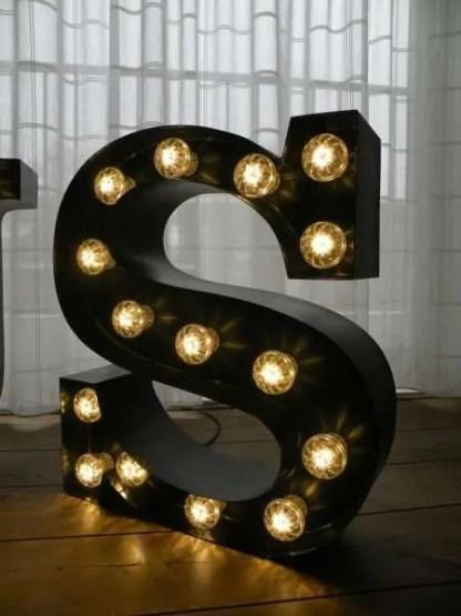 letterlamp bakletter S voorkant aan 2