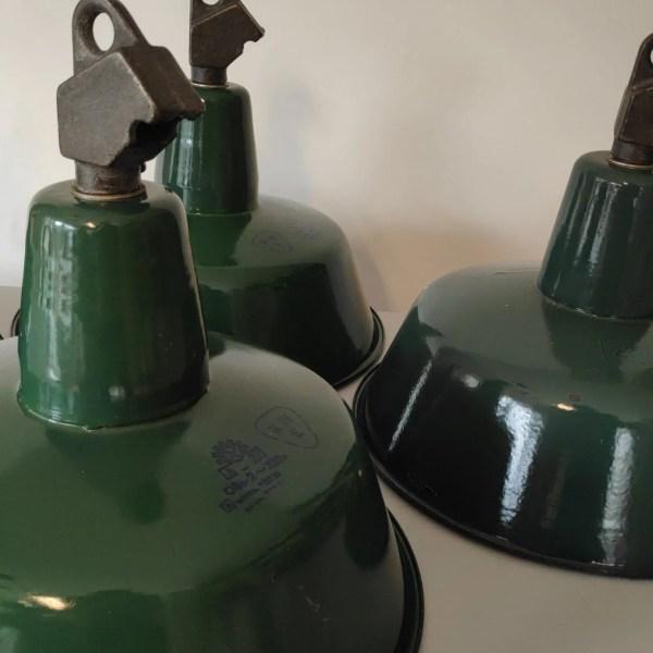 Geëmailleerde groene hanglamp met assymetrisch kopstuk 2