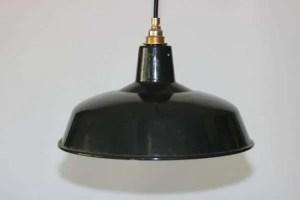 donkere geëmailleerde hanglamp