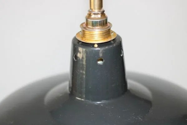 donkere geëmailleerde hanglamp detail 2