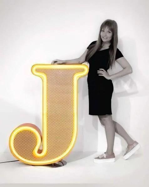 Delightfull letterlamp j front met dame