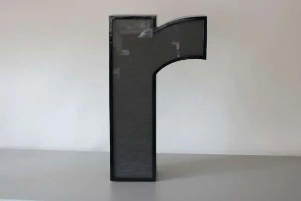 Letterlamp zwart letter r 1