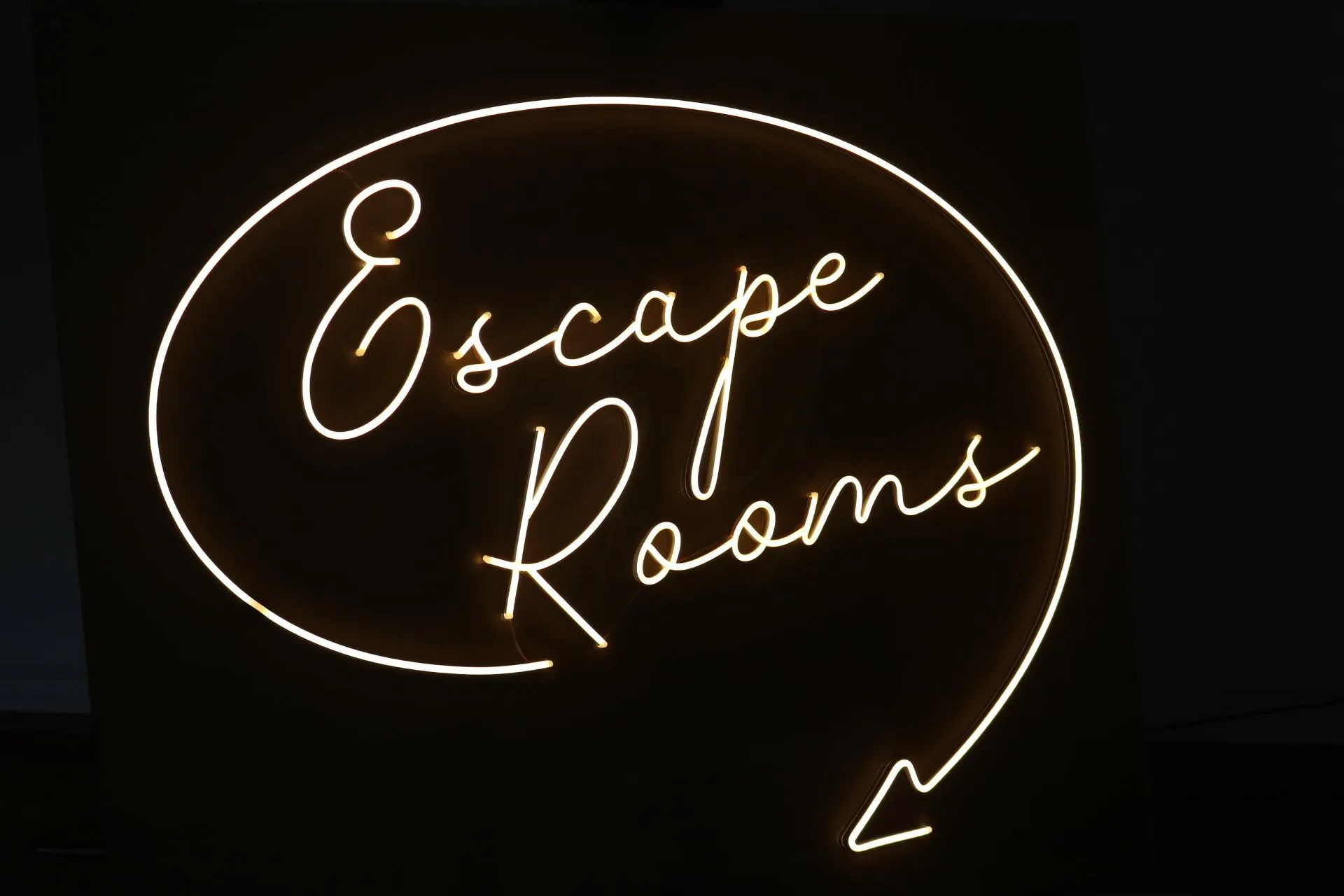 LED NEON escape rooms 1