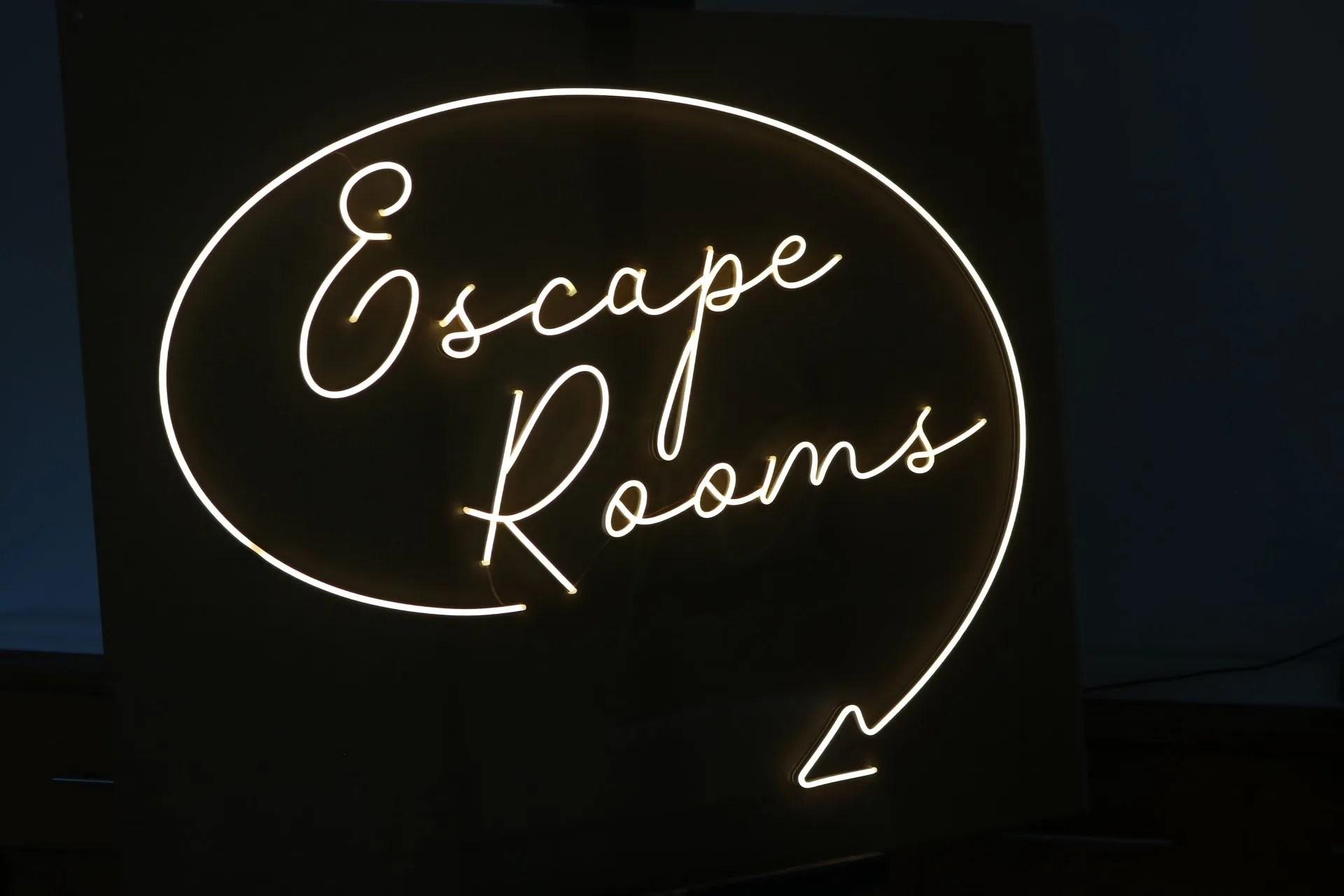 LED NEON escape rooms 2